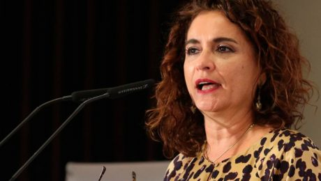 Montero desliza en el techo de gasto otra subida de impuestos para 2022